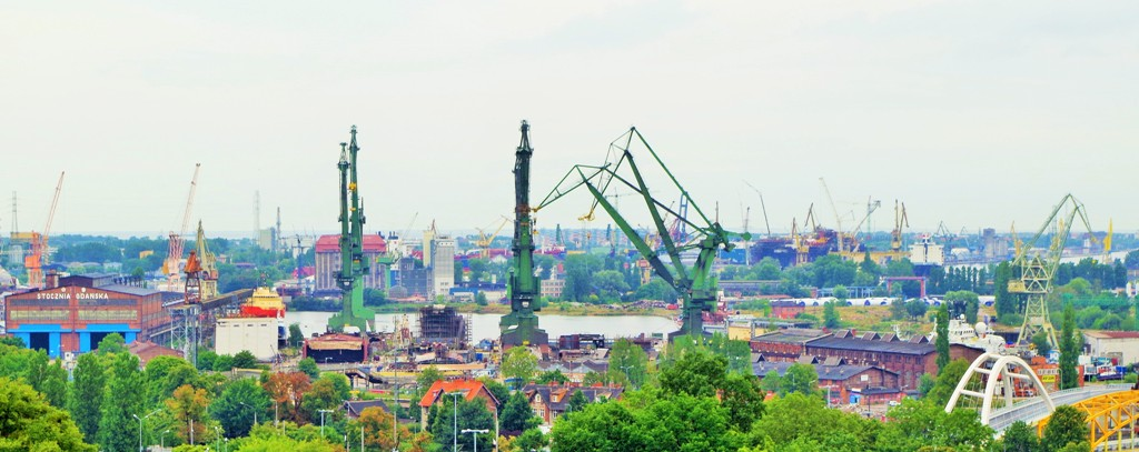 Stocznia Gdańska. Zwiedzanie Gdańska zabytkowym autobusem – Hit The Road Travel