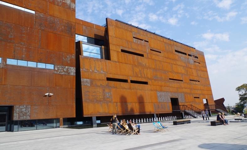 Europejskie Centrum Solidarności, Gdańsk. Zwiedzanie Stoczni Gdańskiej – Hit The Road Travel