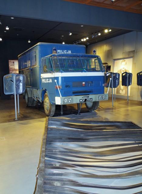 Europejskie Centrum Solidarności, Gdańsk, wystawa - stan wojenny. Zwiedzanie Stoczni Gdańskiej – Hit The Road Travel