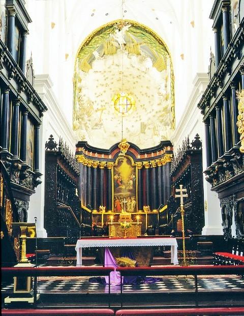 Ołtarz opata Michała Antoniego Hackiego w Katedrze Oliwskiej. Wycieczki pomorskim szlakiem pielgrzymek do Santiago De Compostela – Hit The Road Travel