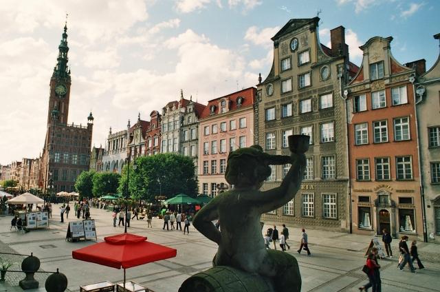 Gdańsk - Długi Targ, strona północna. Wycieczki po Gdańsku zabytkowym tramwajem – Hit The Road Travel