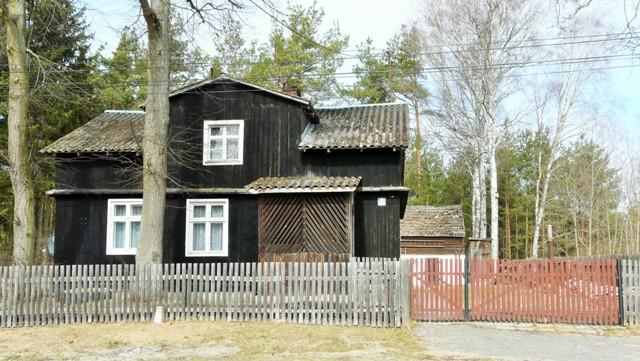 Drewniana chata wKasparusie. Wycieczki rowerowe – Hit The Road Travel