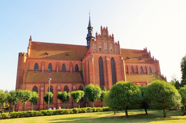 Bazylika katedralna Wniebowzięcia Najświętszej Maryi Panny w Pelplinie. Wycieczki rowerowe – Hit The Road Travel