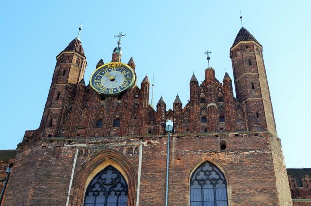Gdańsk - Zegar Groblowy na Kościele Mariackim. Wycieczki po Gdańsku zabytkowym tramwajem – Hit The Road Travel