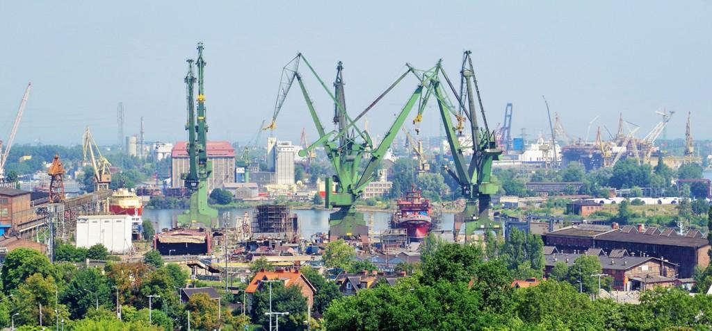 Żurawie i pochylnie w Stoczni Gdańskiej. Wycieczka do Trójmiasta – Hit The Road Travel
