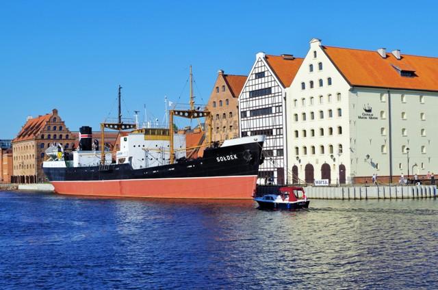 s/s Sołdek i spichrze na wyspie Ołowianka, Gdańsk. Wycieczka do Trójmiasta – Hit The Road Travel