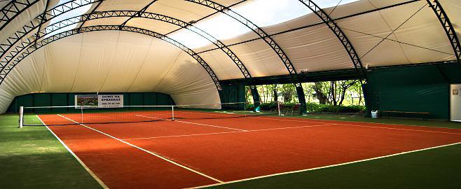 Kort tenisowy kryty