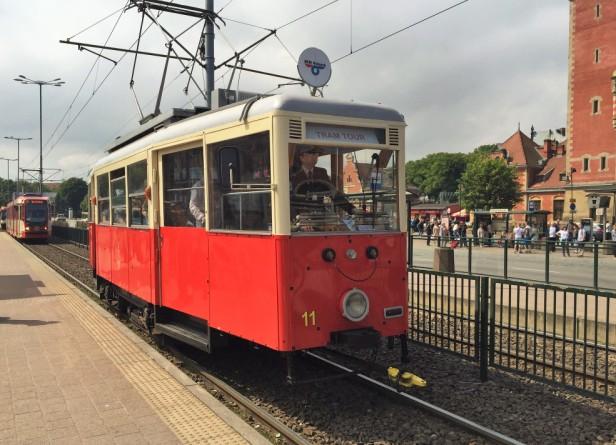 Tramwaj Konstal N. Wycieczki po Gdańsku zabytkowym tramwajem – Hit The Road Travel