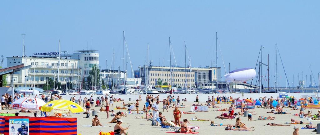 Plaża w Śródmieściu Gdyni. Wycieczka do Trójmiasta – Hit The Road Travel