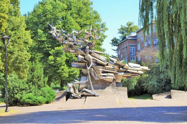 Pomnik Obrońców Poczty Polskiej w Wolnym Mieście Gdańsku. Wycieczki objazdowe po Polsce – Hit The Road Travel