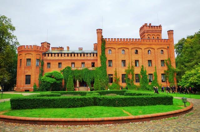 XIX-wieczny pałac wRzucewie. Wycieczka nadmorze – Hit The Road Travel