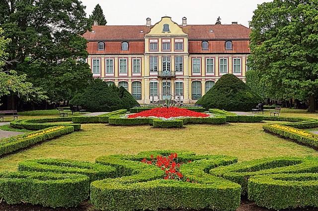 Park Oliwski, Pałac Opatów