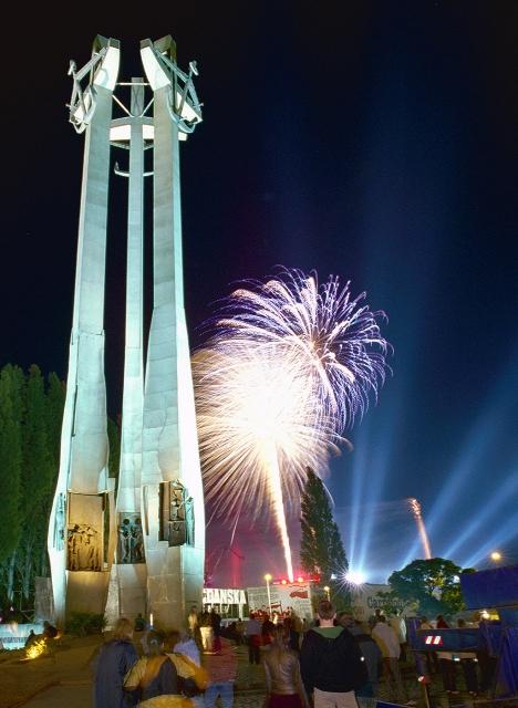 Plac Solidarności, Gdańsk. Zwiedzanie Stoczni Gdańskiej – Hit The Road Travel