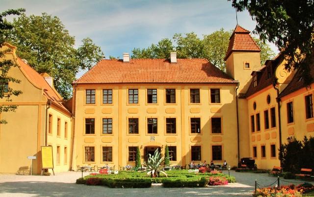 Krokowa, pałac rodziny von Krockow. Wycieczka nadmorze – Hit The Road Travel