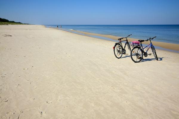 Słowiński Park Narodowy - plaża. Wycieczki rowerowe – Hit The Road Travel