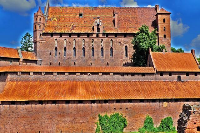 Zamek wMalborku - Zamek Wysoki, widok odstrony wschodniej. Wycieczka dla miłośników bursztynu – Hit The Road Travel