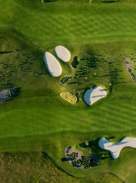 Pole golfowe. Wycieczki pomorskim szlakiem pielgrzymek doSantiago De Compostela – Hit The Road Travel