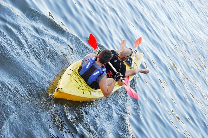Spływ Piaśnicą. Wycieczki dla aktywnych, wycieczki sportowe – Hit The Road Travel