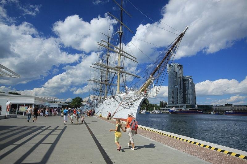 Gdynia, Dar Pomorza iwieżowiec Sea Tower. Wycieczka doTrójmiasta – Hit The Road Travel