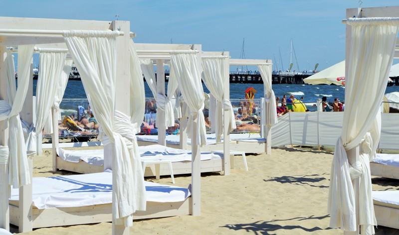 Plaża w Sopocie w pobliżu hotelu Grand. Wyjazd nad morze – Hit The Road Travel