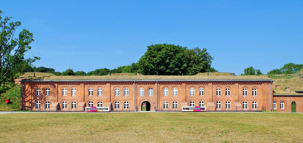 Koszary schronowe, Grodzisko w Gdańsku, obecnie Centrum Hewelianum. Wycieczki szkolne – Hit The Road Travel