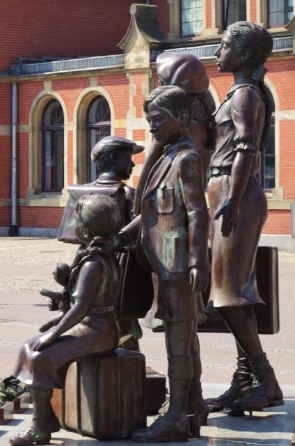 Pomnik Kindertransportów w Gdańsku. Gdańsk wycieczka z przewodnikiem – Hit The Road Travel