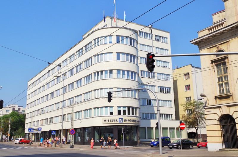 d. biurowiec ZUS wGdyni (1935-37). Wycieczka doGdańska, Sopotu, Gdyni, Malborka – Hit The Road Travel