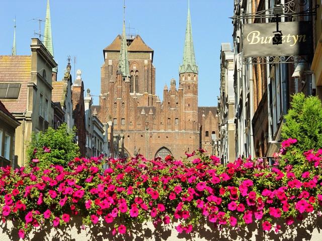 Kościół Mariacki w Gdańsku, widok z ulicy Mariackiej. Wycieczka do Gdańska, Sopotu, Gdyni, Malborka – Hit The Road Travel