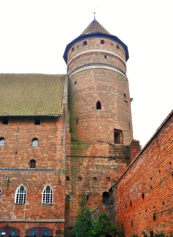 Zamek Kapituły Warmińskiej w Olsztynie. Wycieczka do Torunia, Fromborka, Lidzbarka Warmińskiego i Olsztyna – Hit The Road Travel