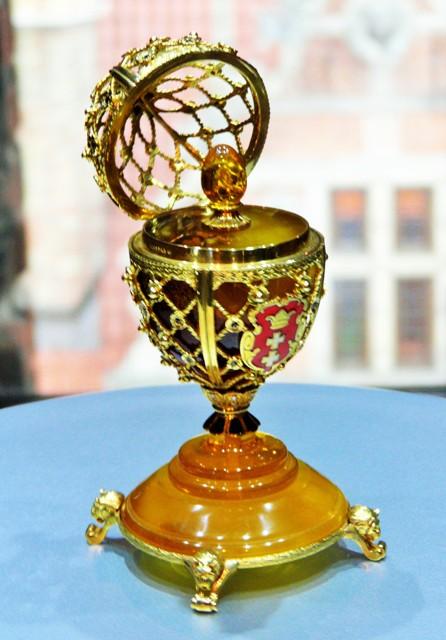 Bursztynowe jajo Faberge z okazji 1000-lecia Gdańska. Wycieczki do Sopotu – Hit The Road Travel