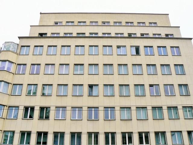 """""""Bankowiec"""" - modernistyczna kamienica w Gdyni. Zwiedzanie Gdyni, wycieczka po Gdyni – Hit The Road Travel"""