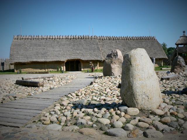 Faktoria Handlowa z okresu wpływów rzymskich w Pruszczu Gdańskim. Wycieczka dla miłośników bursztynu – Hit The Road Travel