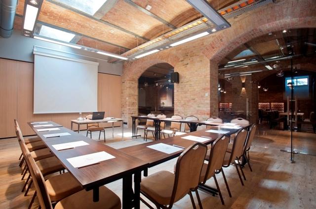 Sala konferencyjna whotelu Grand Cru wGdańsku. Organizacja konferencji Gdańsk, Sopot, Gdynia – Hit The Road Travel