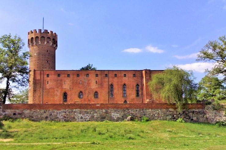 Ruiny zamku wŚwieciu. Wycieczka objazdowa – Hit The Road Travel