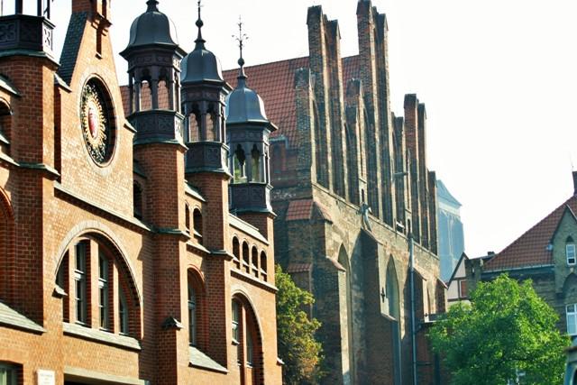Hala targowa i Kościół Świętego Mikołaja w Gdańsku