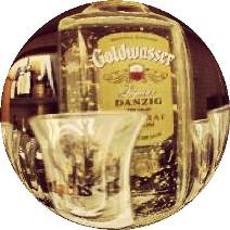 Butelka gdańskiej wódki Goldwasser. Wycieczka naKaszuby – Hit The Road Travel