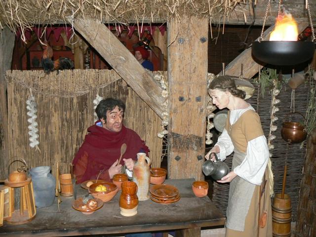 Średniowieczna uliczka hanzeatycka wCentrum Edukacji Błękitny Baranek. Wycieczki szkolne – Hit The Road Travel