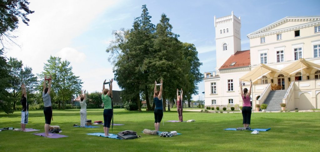 Zajęcia z jogi. Weekend spa na Kaszubach – Hit The Road Travel