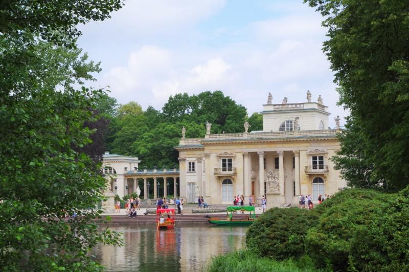 Pałac na Wodzie w Łazienkach. Wycieczka do Warszawy – Hit The Road Travel