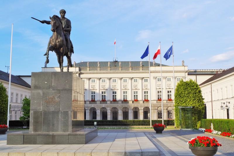 Pałac Prezydencki przy Krakowskim Przedmieściu w Warszawie. Wycieczka do Warszawy – Hit The Road Travel