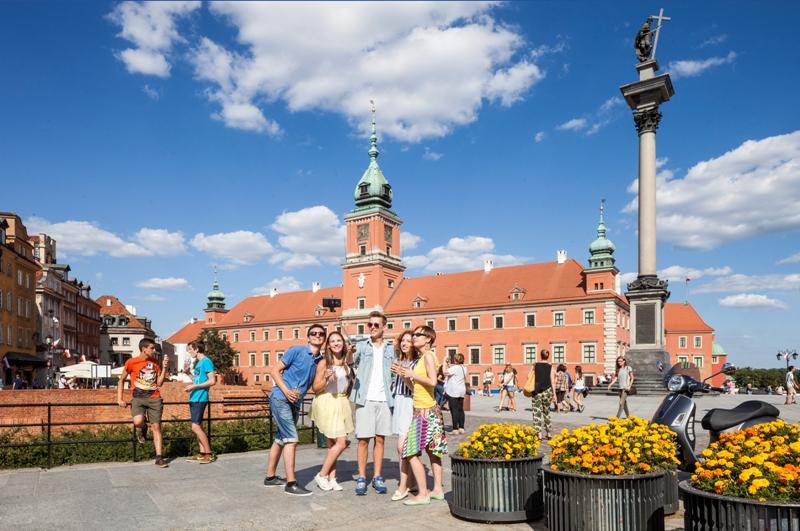 Plac Zamkowy w Warszawie. Wycieczka do Warszawy – Hit The Road Travel