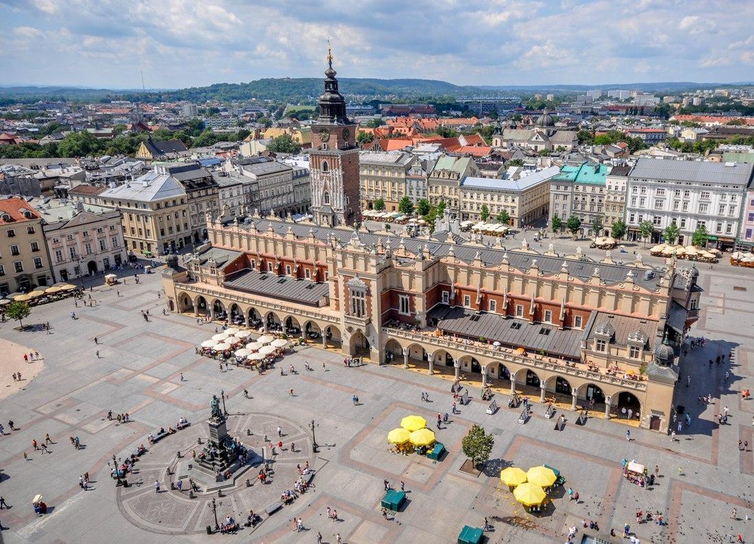 Rynek Główny wKrakowie. Wycieczka doKrakowa – Hit The Road Travel