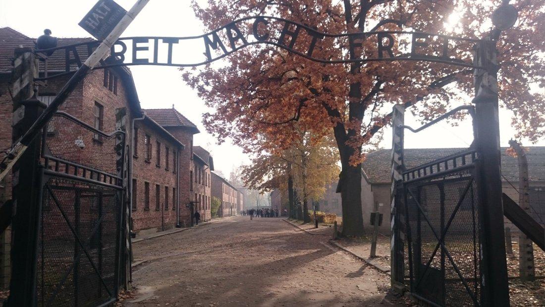 Muzeum Auschwitz-Birkenau w Oświęcimiu. Wycieczka do Krakowa. Hit The Road Travel