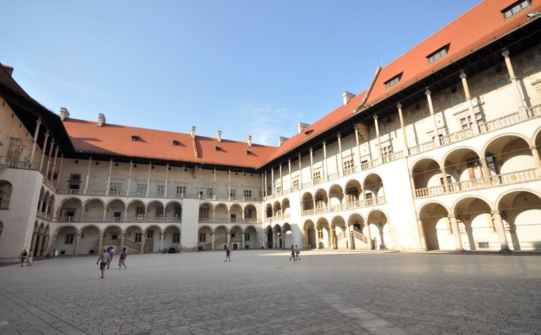 Zamek Królewski na Wawelu - Wycieczka do Krakowa - Hit The Road Travel
